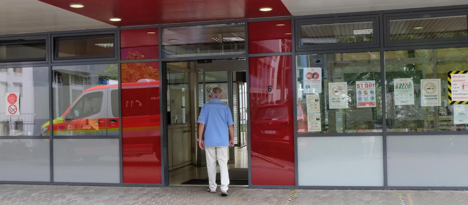 Eingang zum Klinikum